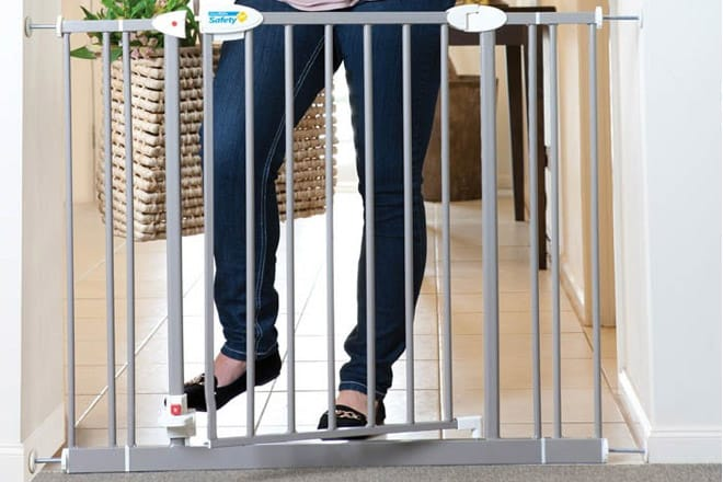 Best Baby Gate With Foot Pedal